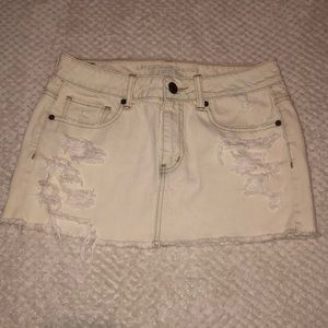 American Eagle White Ripped Mini Skirt Size 8